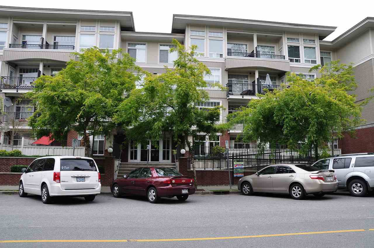 "Main Photo: 401 2353 MARPOLE Avenue in Port Coquitlam: Central Pt Coquitlam Condo for sale in ""EDGEWATER"" : MLS®# R2083934"
