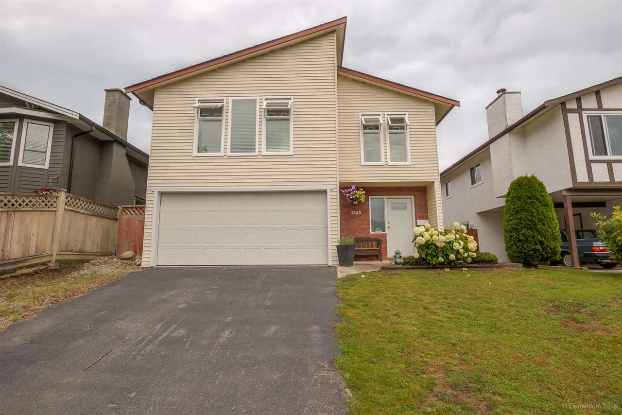 """Main Photo: 3255 SAMUELS Court in Coquitlam: New Horizons House for sale in """"NEW HORIZONS"""" : MLS®# R2090833"""