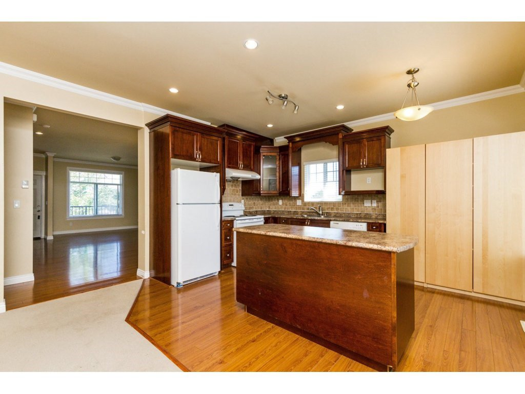 Photo 8: Photos: 6803 192ND Street in Surrey: Clayton House for sale (Cloverdale)  : MLS®# R2099785