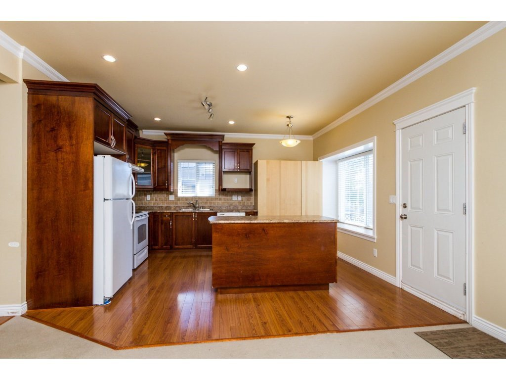 Photo 7: Photos: 6803 192ND Street in Surrey: Clayton House for sale (Cloverdale)  : MLS®# R2099785