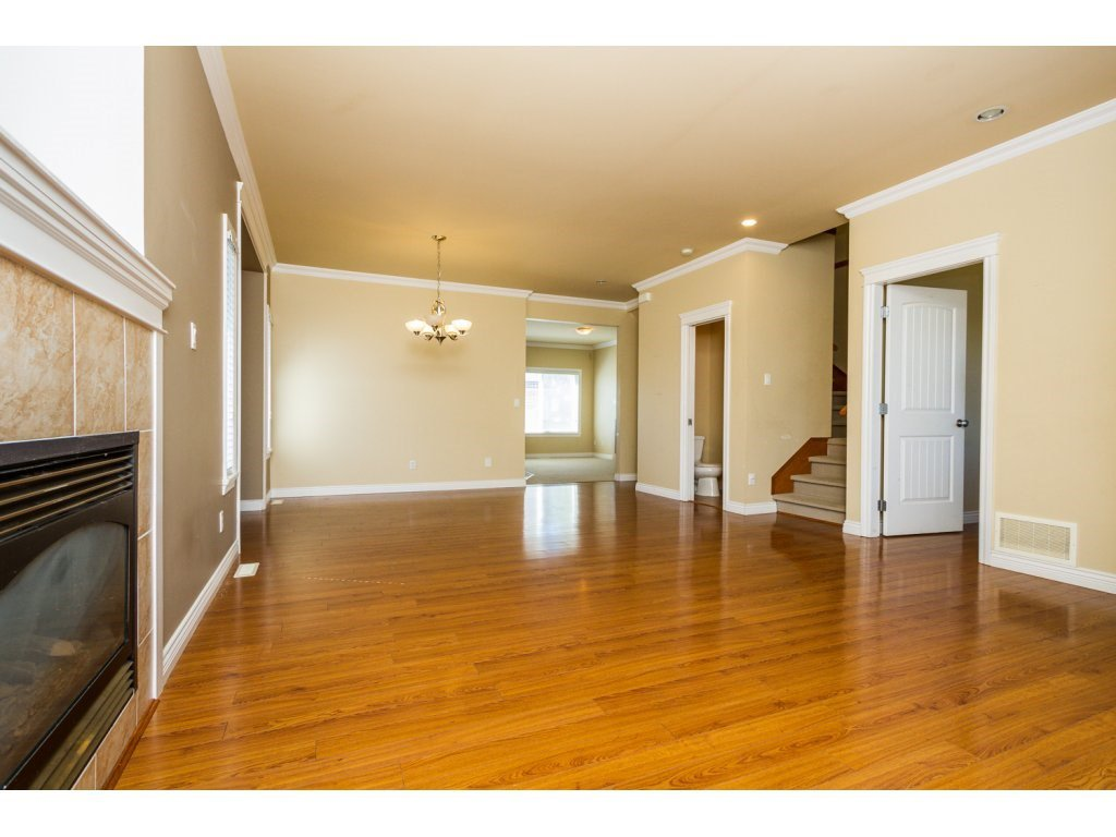 Photo 6: Photos: 6803 192ND Street in Surrey: Clayton House for sale (Cloverdale)  : MLS®# R2099785