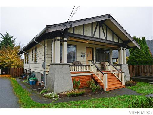 Main Photo: 2533 Richmond Rd in VICTORIA: SE Camosun Single Family Detached for sale (Saanich East)  : MLS®# 745409