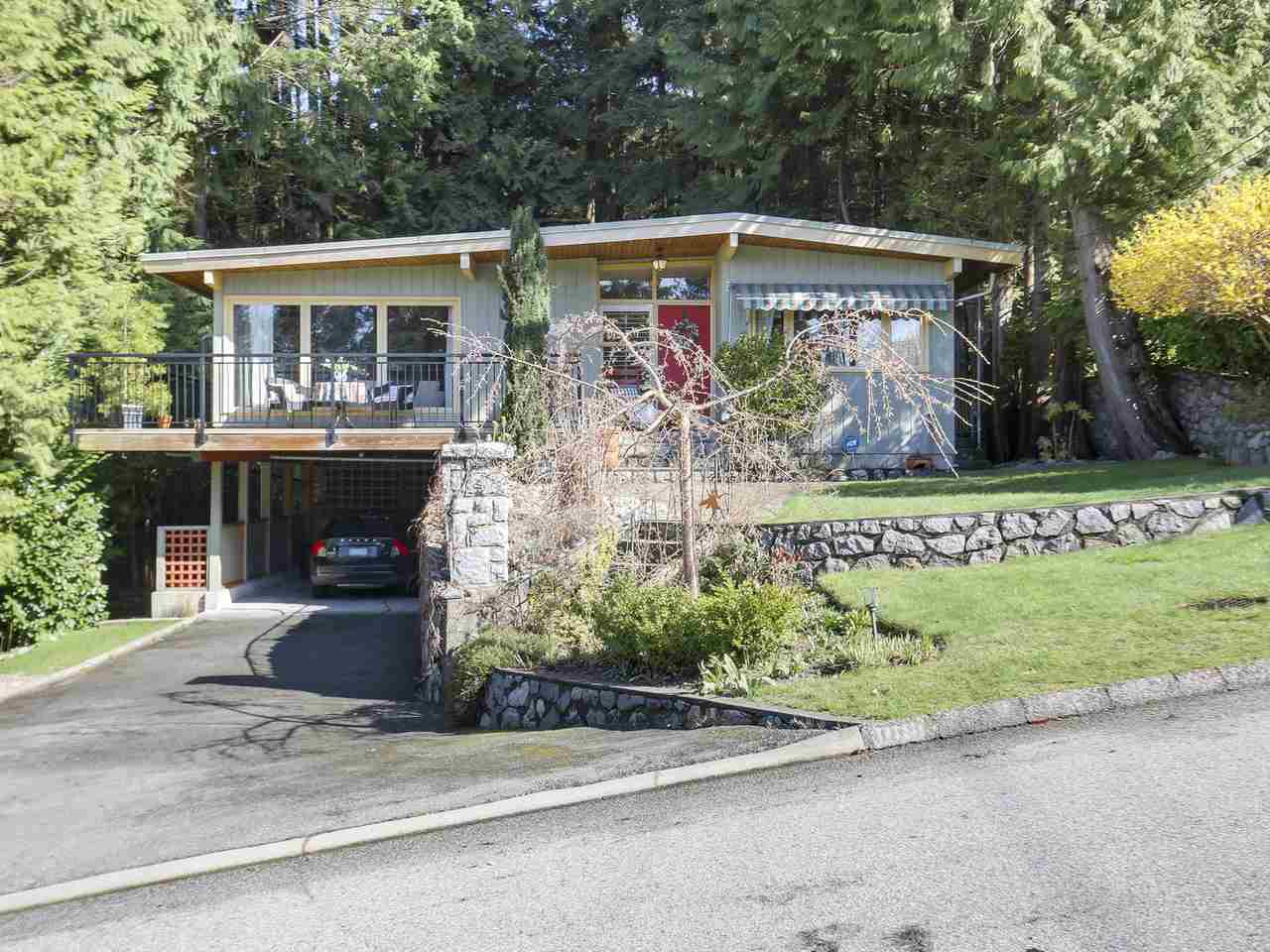 "Main Photo: 868 PROSPECT Avenue in North Vancouver: Canyon Heights NV House for sale in ""Canyon Heights"" : MLS®# R2156117"