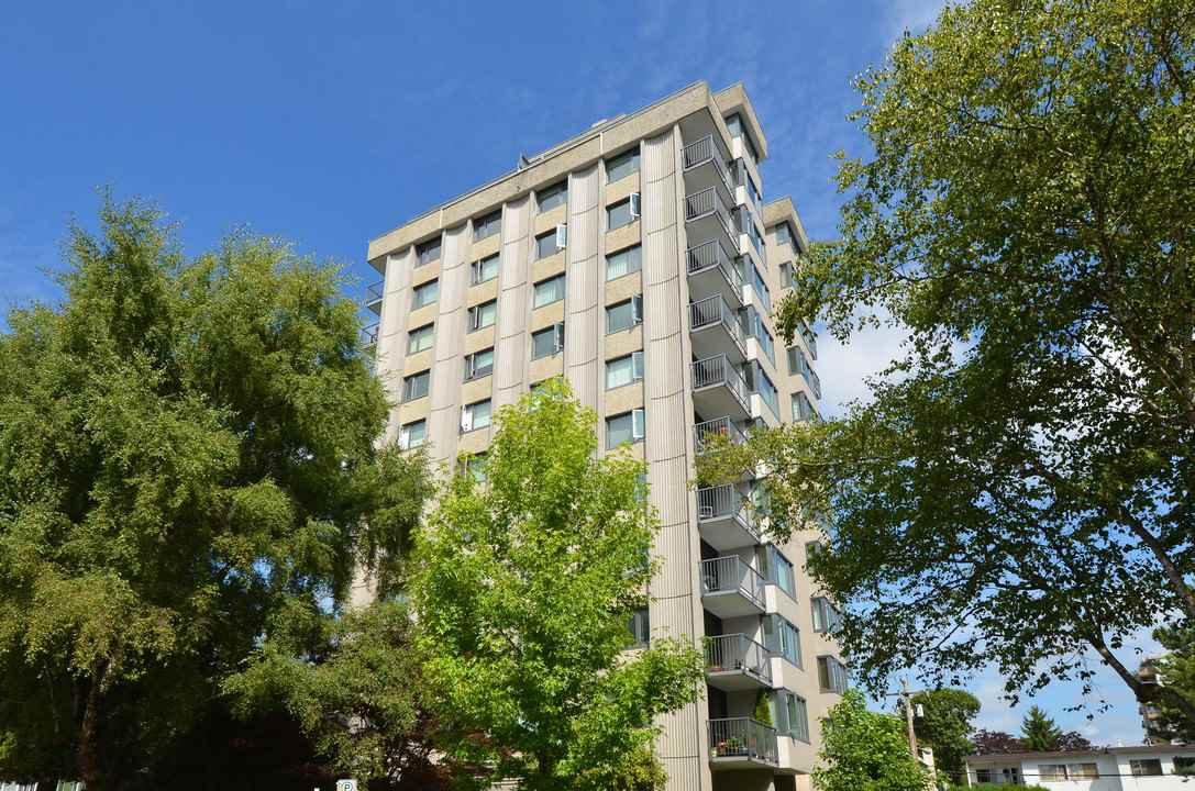 "Main Photo: 904 2165 W 40TH Avenue in Vancouver: Kerrisdale Condo for sale in ""The Veronica"" (Vancouver West)  : MLS®# R2172373"