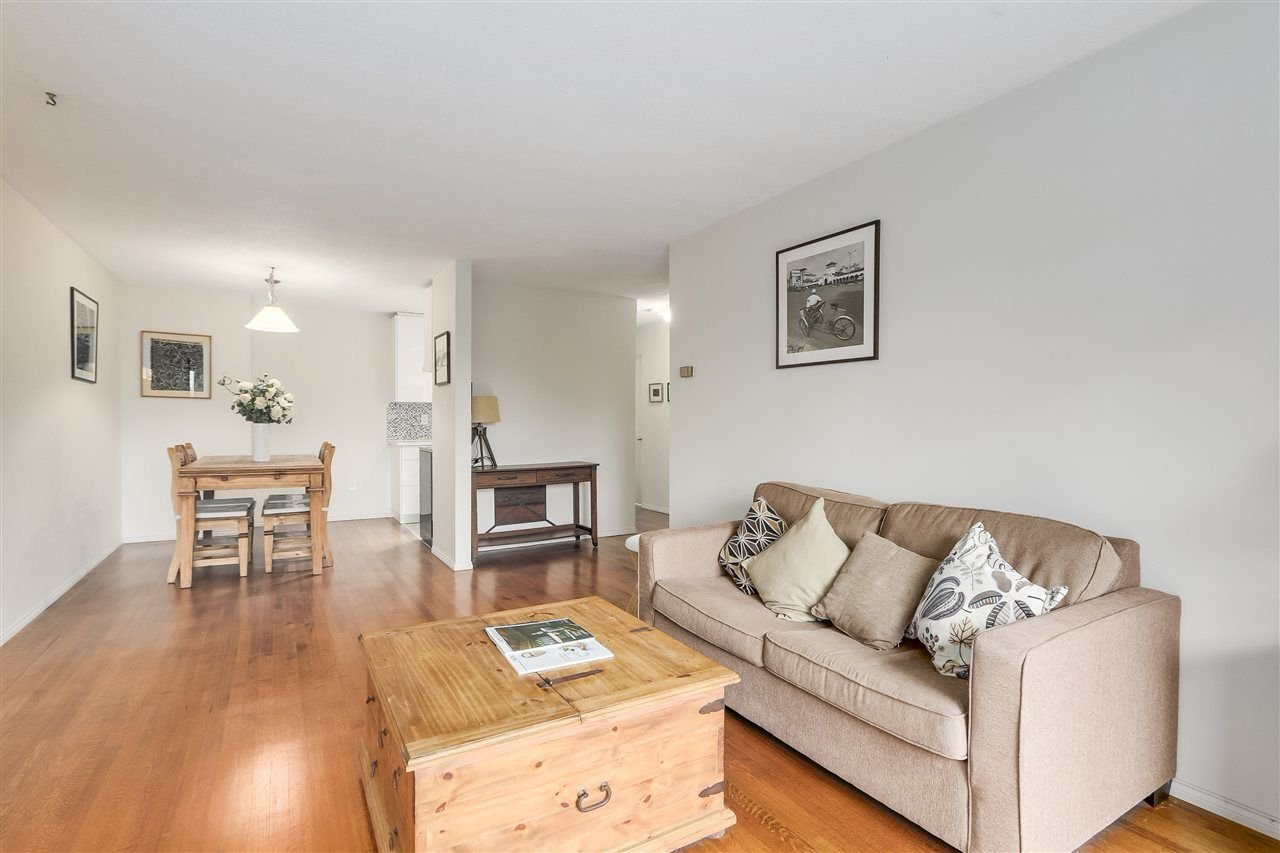 Photo 4: Photos: 213 2125 W 2ND Avenue in Vancouver: Kitsilano Condo for sale (Vancouver West)  : MLS®# R2230059