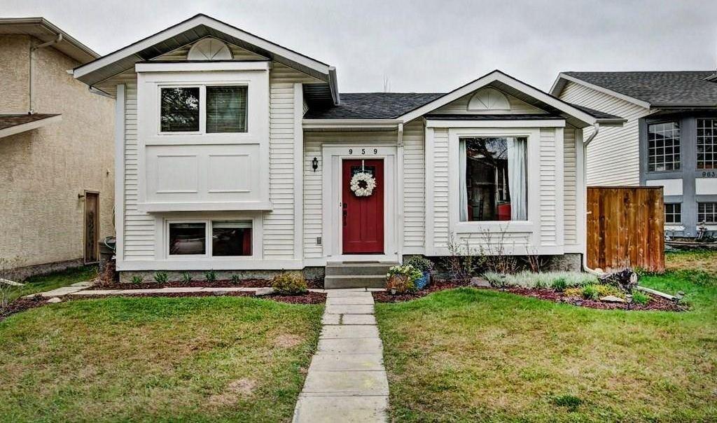 Main Photo: 959 MCKENZIE Drive SE in Calgary: McKenzie Lake House for sale : MLS®# C4183479
