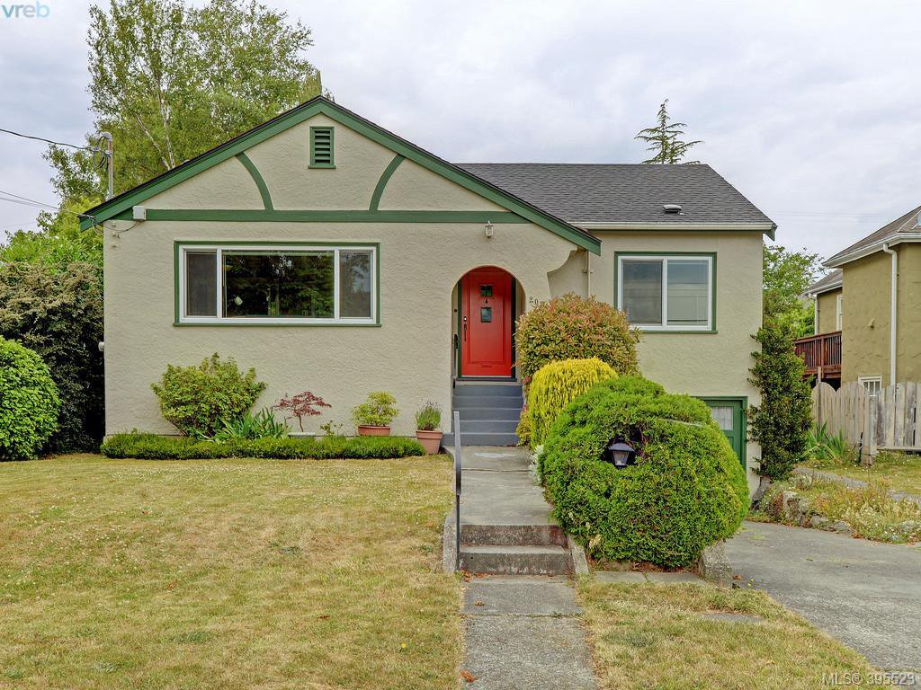 Main Photo: 2084 Neil St in VICTORIA: OB Henderson Single Family Detached for sale (Oak Bay)  : MLS®# 793053
