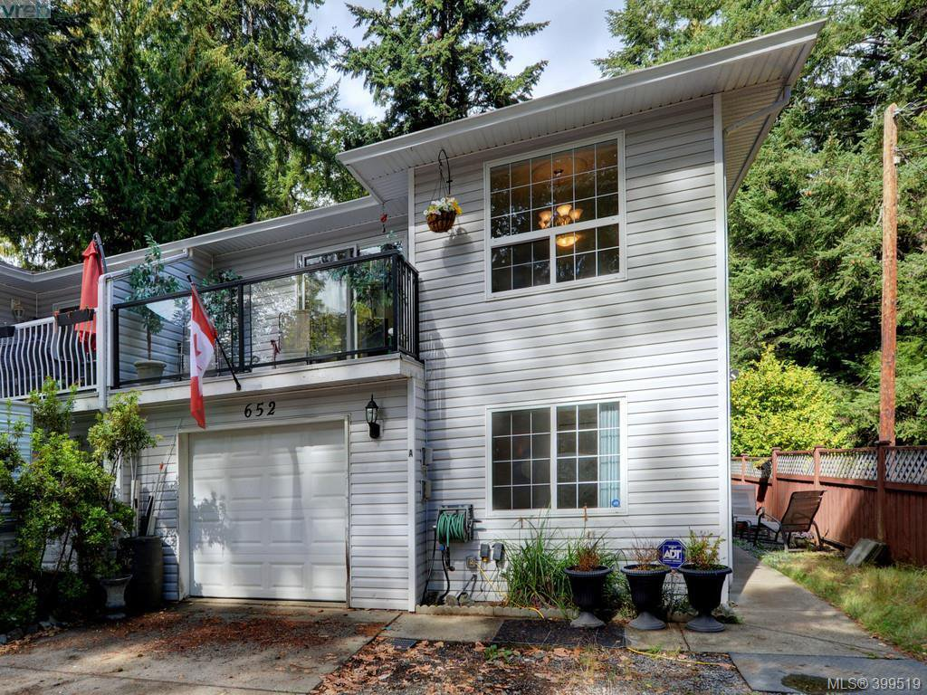 Main Photo: A 652 Hoylake Ave in VICTORIA: La Thetis Heights Half Duplex for sale (Langford)  : MLS®# 797217