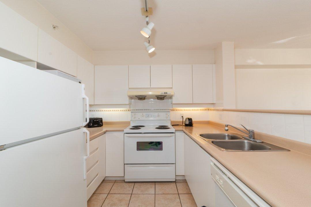 """Photo 10: Photos: 1204 8297 SABA Road in Richmond: Brighouse Condo for sale in """"Rosario Gardens"""" : MLS®# R2347007"""