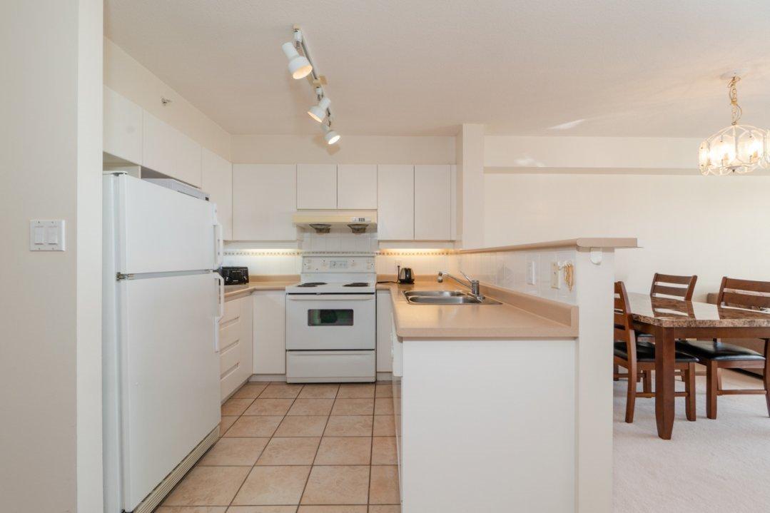 """Photo 11: Photos: 1204 8297 SABA Road in Richmond: Brighouse Condo for sale in """"Rosario Gardens"""" : MLS®# R2347007"""