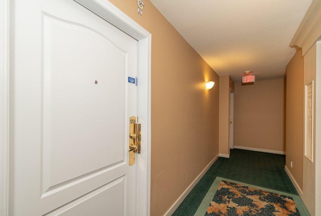 """Photo 18: Photos: 1204 8297 SABA Road in Richmond: Brighouse Condo for sale in """"Rosario Gardens"""" : MLS®# R2347007"""
