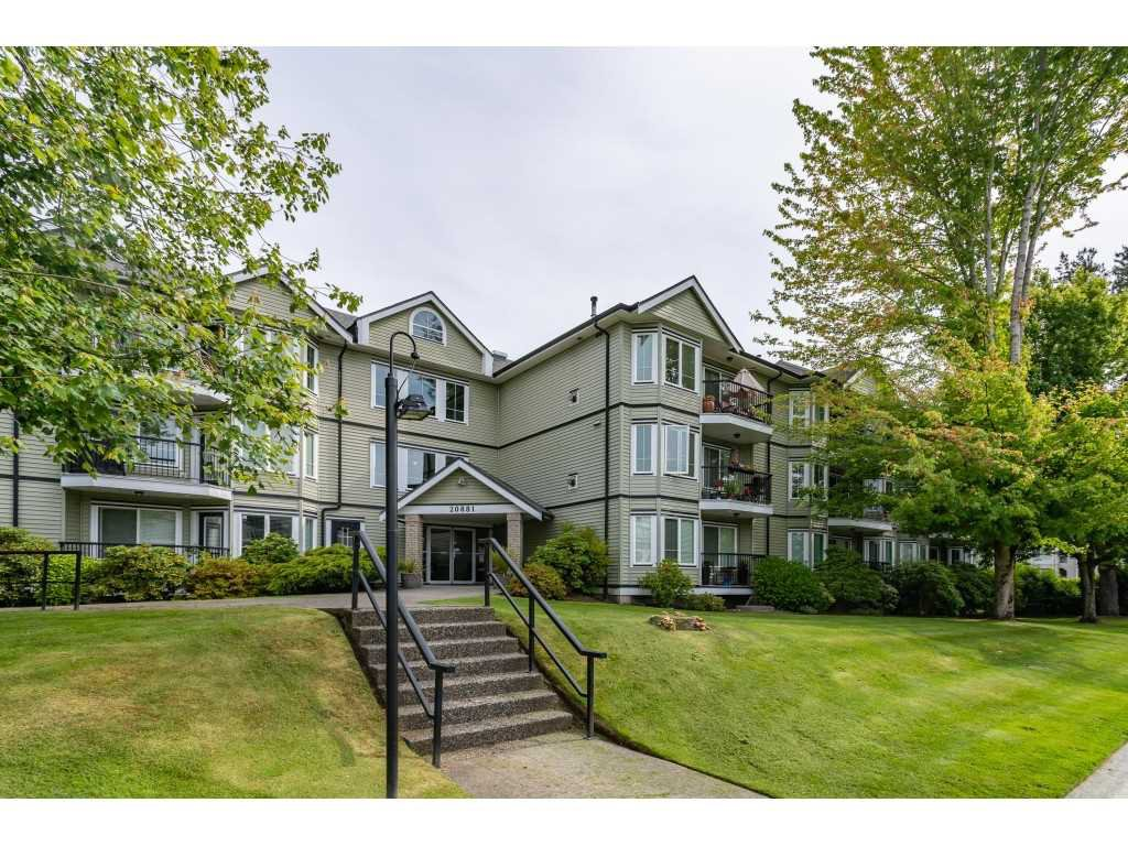 "Main Photo: 301 20881 56 Avenue in Langley: Langley City Condo for sale in ""ROBERT'S COURT"" : MLS®# R2371965"