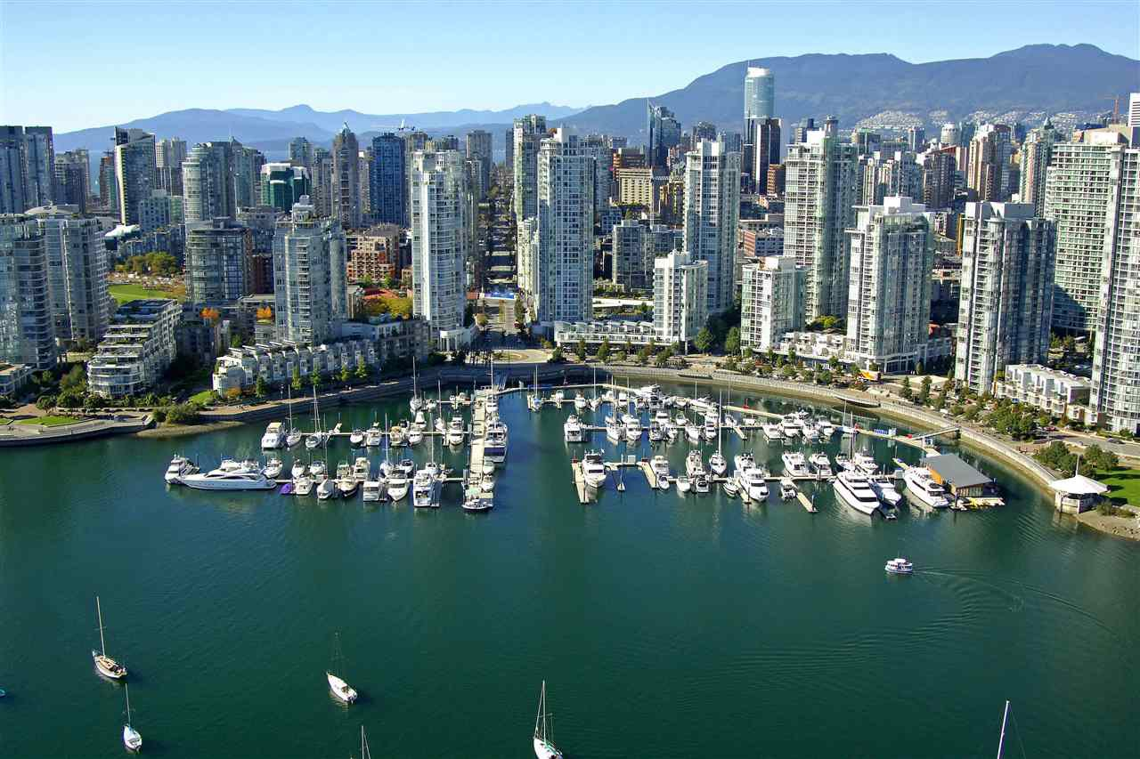 "Main Photo: A12 1088 MARINASIDE Crescent in Vancouver: Yaletown Condo for sale in ""QUAYSIDE MARINA"" (Vancouver West)  : MLS®# R2384154"