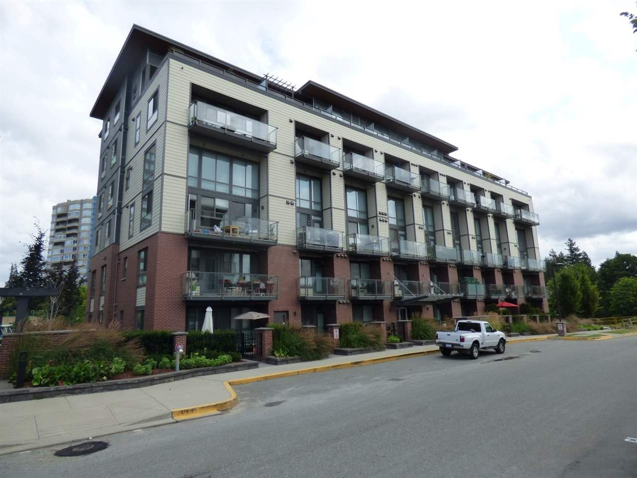 Main Photo: 501 3090 GLADWIN Road in Abbotsford: Central Abbotsford Condo for sale : MLS®# R2388022