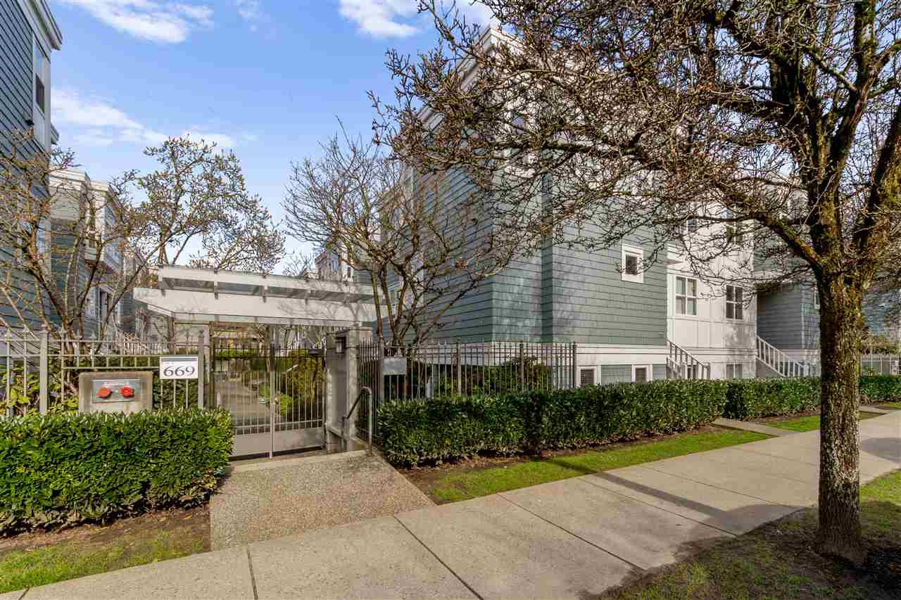 """Main Photo: 102 665 W 7TH Avenue in Vancouver: Fairview VW Townhouse for sale in """"The Ivy's"""" (Vancouver West)  : MLS®# R2439208"""