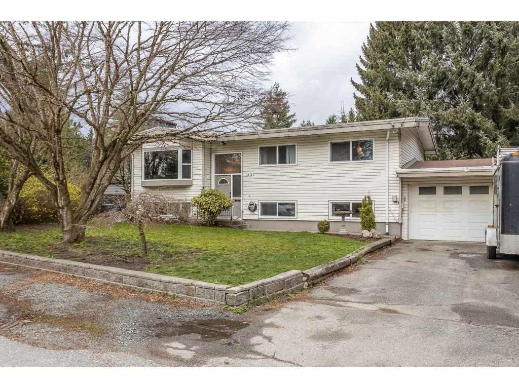 Main Photo: 33383 LYNN Avenue in Abbotsford: Abbotsford East House for sale : MLS®# R2448090