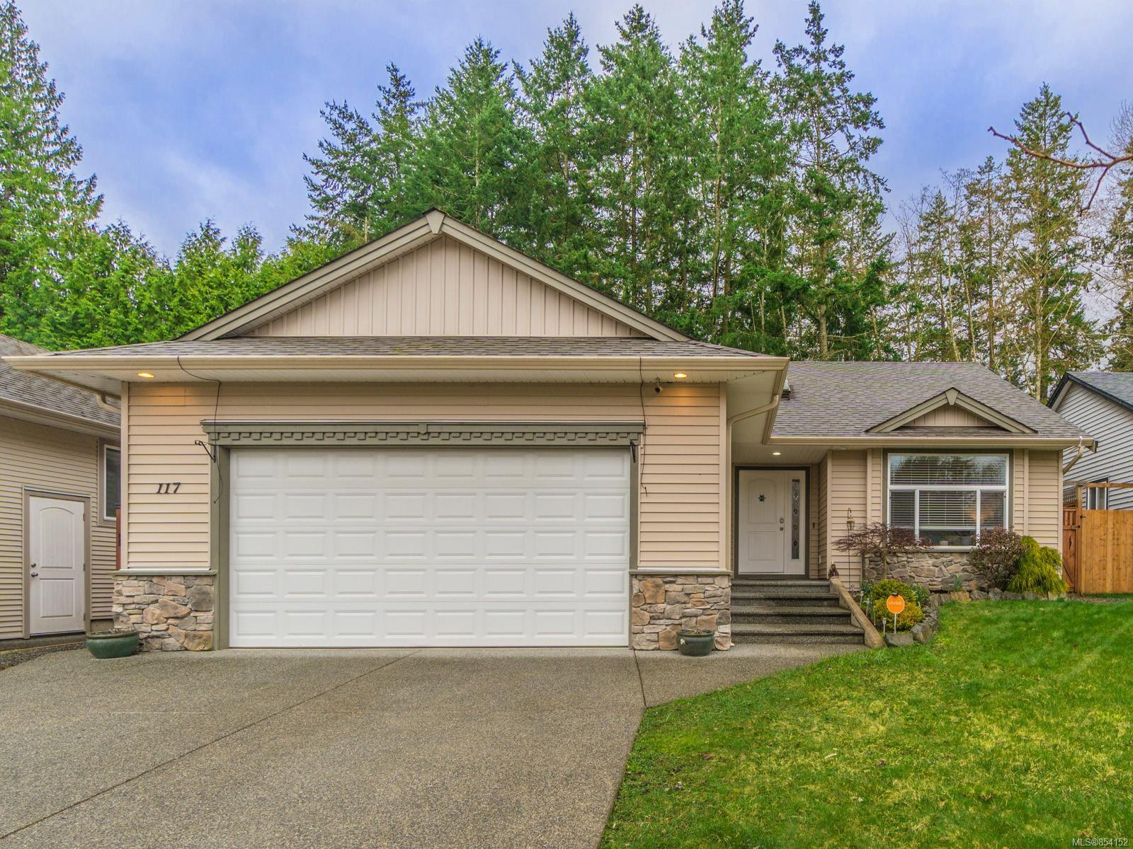 Main Photo: 117 Cowling Pl in : Na Chase River House for sale (Nanaimo)  : MLS®# 854152