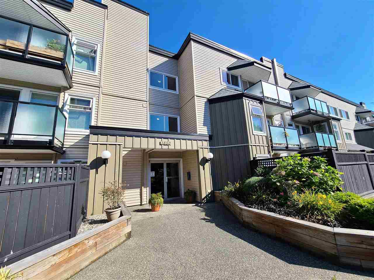 """Main Photo: 116 1850 E SOUTHMERE Crescent in Surrey: Sunnyside Park Surrey Condo for sale in """"SOUTHERMERE PLACE"""" (South Surrey White Rock)  : MLS®# R2496310"""