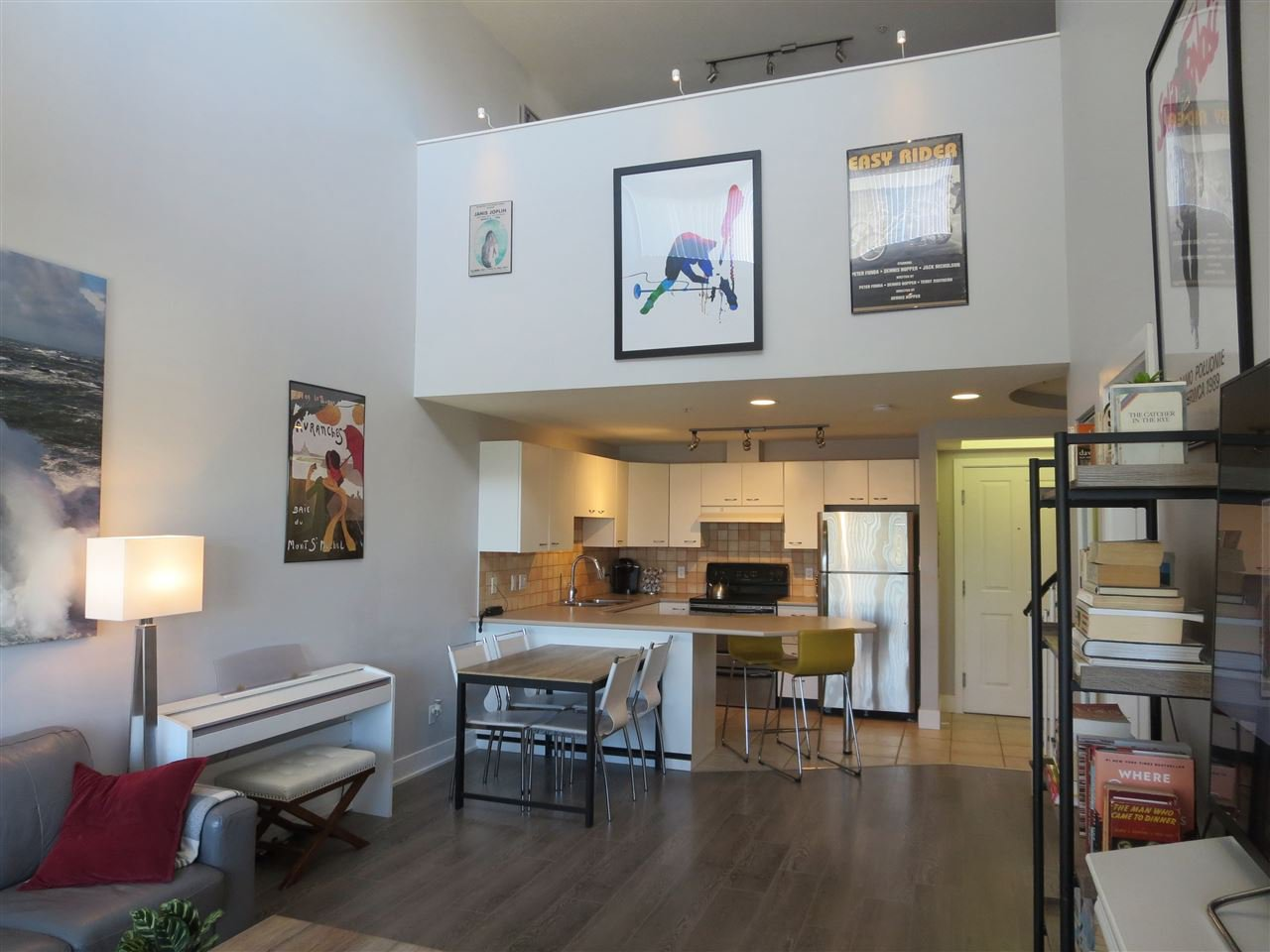"""Main Photo: A416 2099 LOUGHEED Highway in Port Coquitlam: Glenwood PQ Condo for sale in """"STATION SQUARE"""" : MLS®# R2496596"""