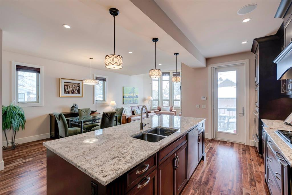 Main Photo: 3322 2 Street NW in Calgary: Highland Park Semi Detached for sale : MLS®# A1059595