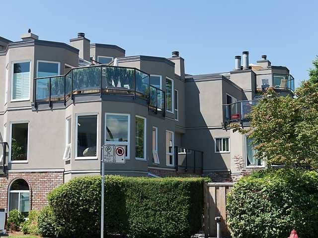 Main Photo: 306 2110 CORNWALL Avenue in Vancouver: Kitsilano Condo for sale (Vancouver West)  : MLS®# V1050613