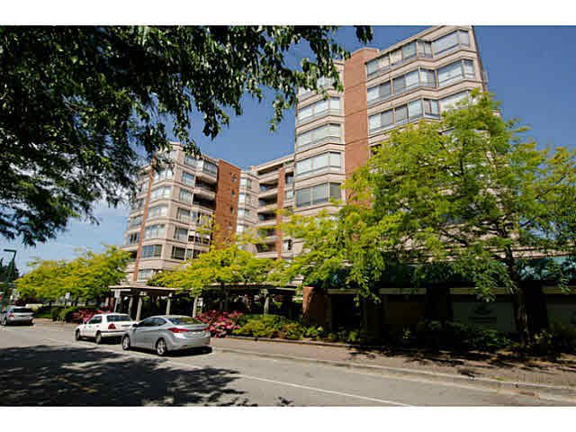 """Main Photo: 301 15111 RUSSELL Avenue: White Rock Condo for sale in """"PACIFIC TERRACE"""" (South Surrey White Rock)  : MLS®# F1448488"""