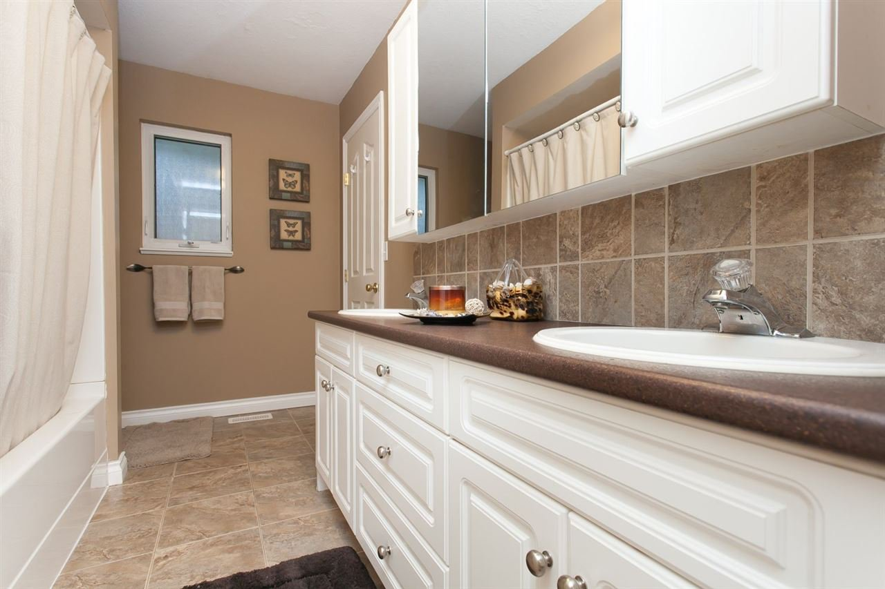 """Photo 19: Photos: 3632 203 Street in Langley: Brookswood Langley House for sale in """"BROOKSWOOD"""" : MLS®# R2042256"""