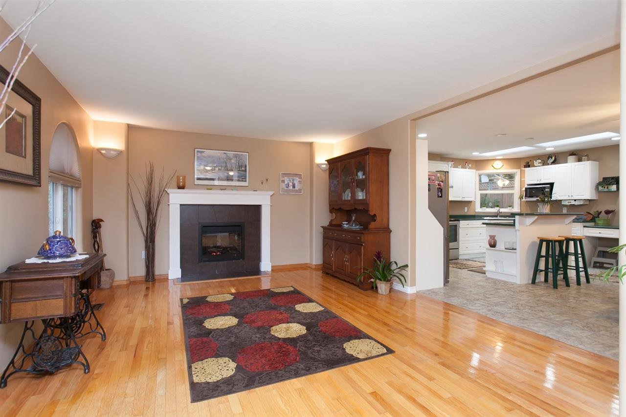 """Photo 7: Photos: 3632 203 Street in Langley: Brookswood Langley House for sale in """"BROOKSWOOD"""" : MLS®# R2042256"""