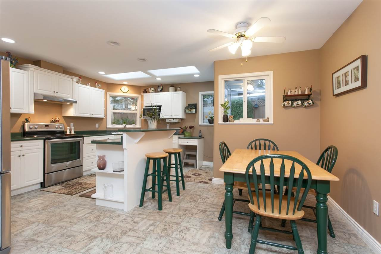 """Photo 5: Photos: 3632 203 Street in Langley: Brookswood Langley House for sale in """"BROOKSWOOD"""" : MLS®# R2042256"""