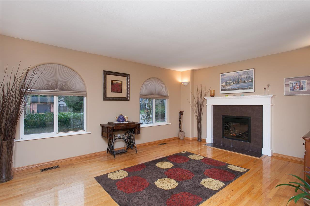 """Photo 6: Photos: 3632 203 Street in Langley: Brookswood Langley House for sale in """"BROOKSWOOD"""" : MLS®# R2042256"""