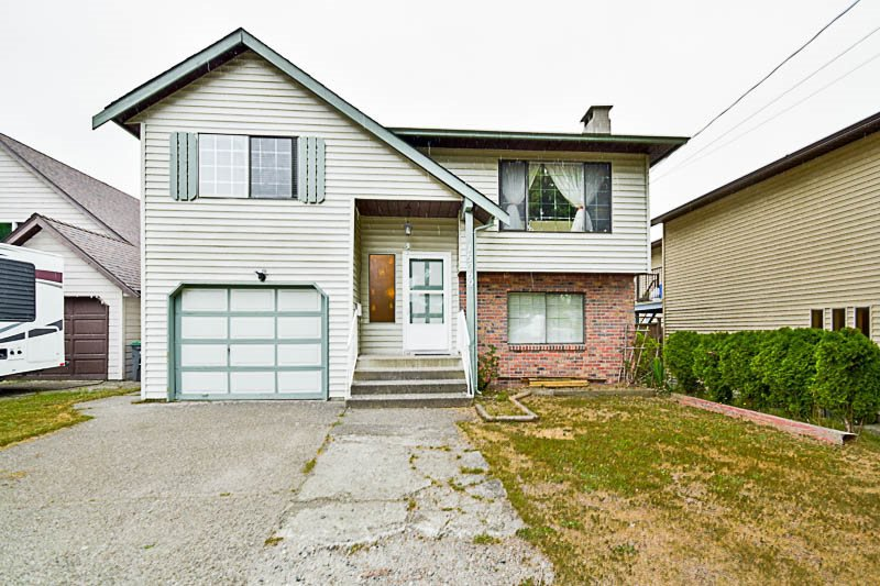 "Main Photo: 15069 98 Avenue in Surrey: Guildford House for sale in ""GUILDFORD / BONNACCORD"" (North Surrey)  : MLS®# R2190173"
