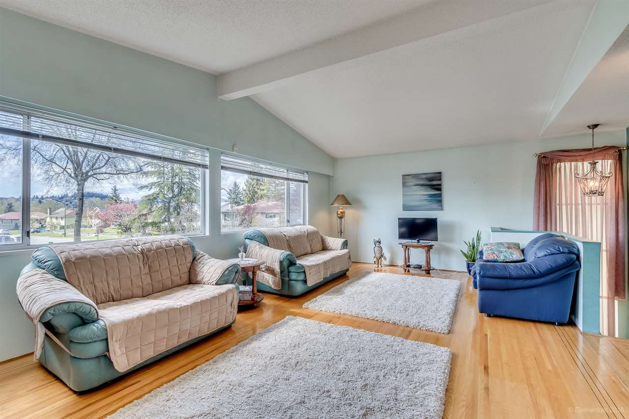 Main Photo: 7181 MAUREEN CRESCENT in : Sperling-Duthie House for sale : MLS®# R2053898