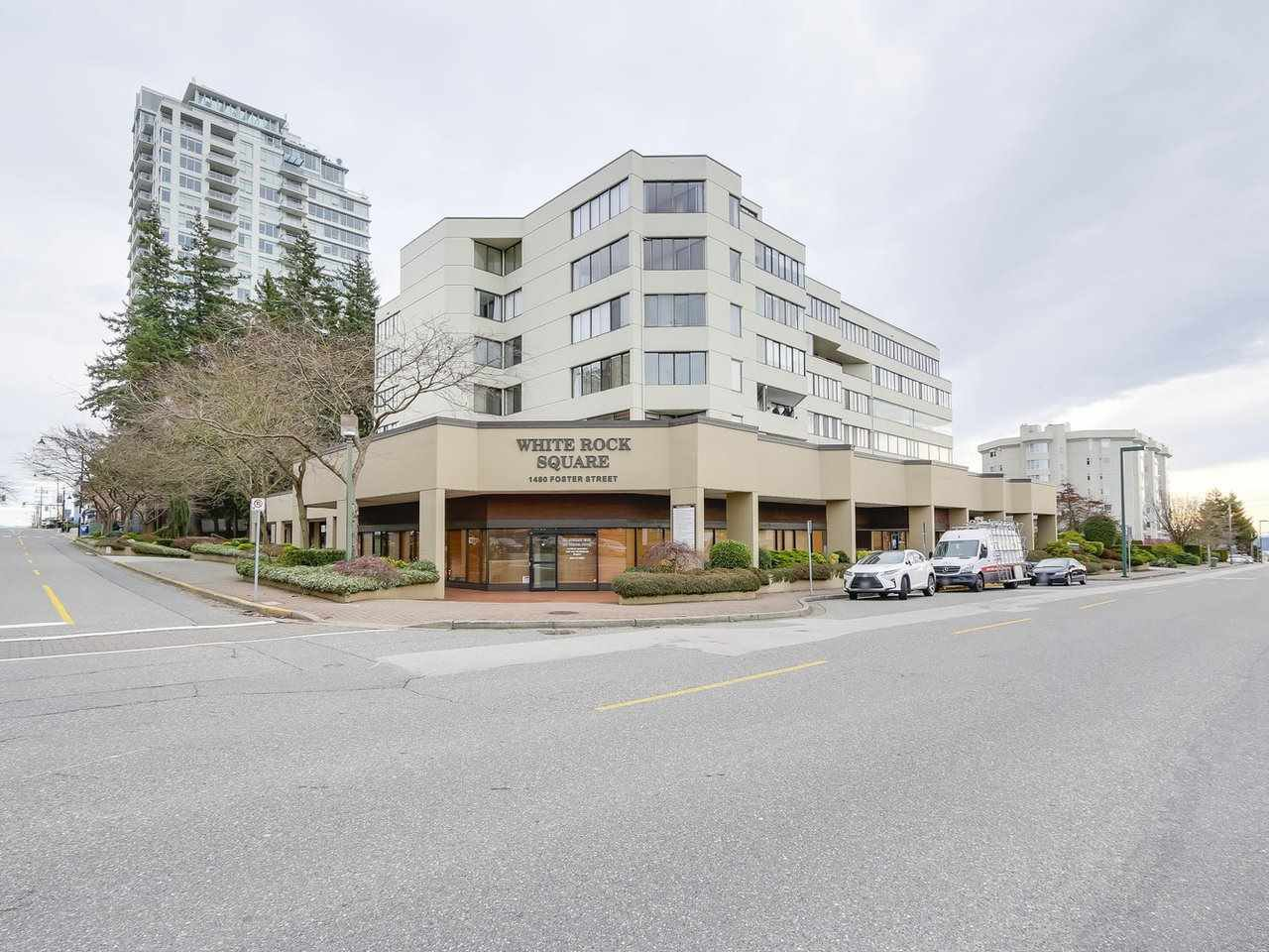 "Main Photo: 304 1480 FOSTER Street: White Rock Condo for sale in ""White Rock Square 1"" (South Surrey White Rock)  : MLS®# R2231627"