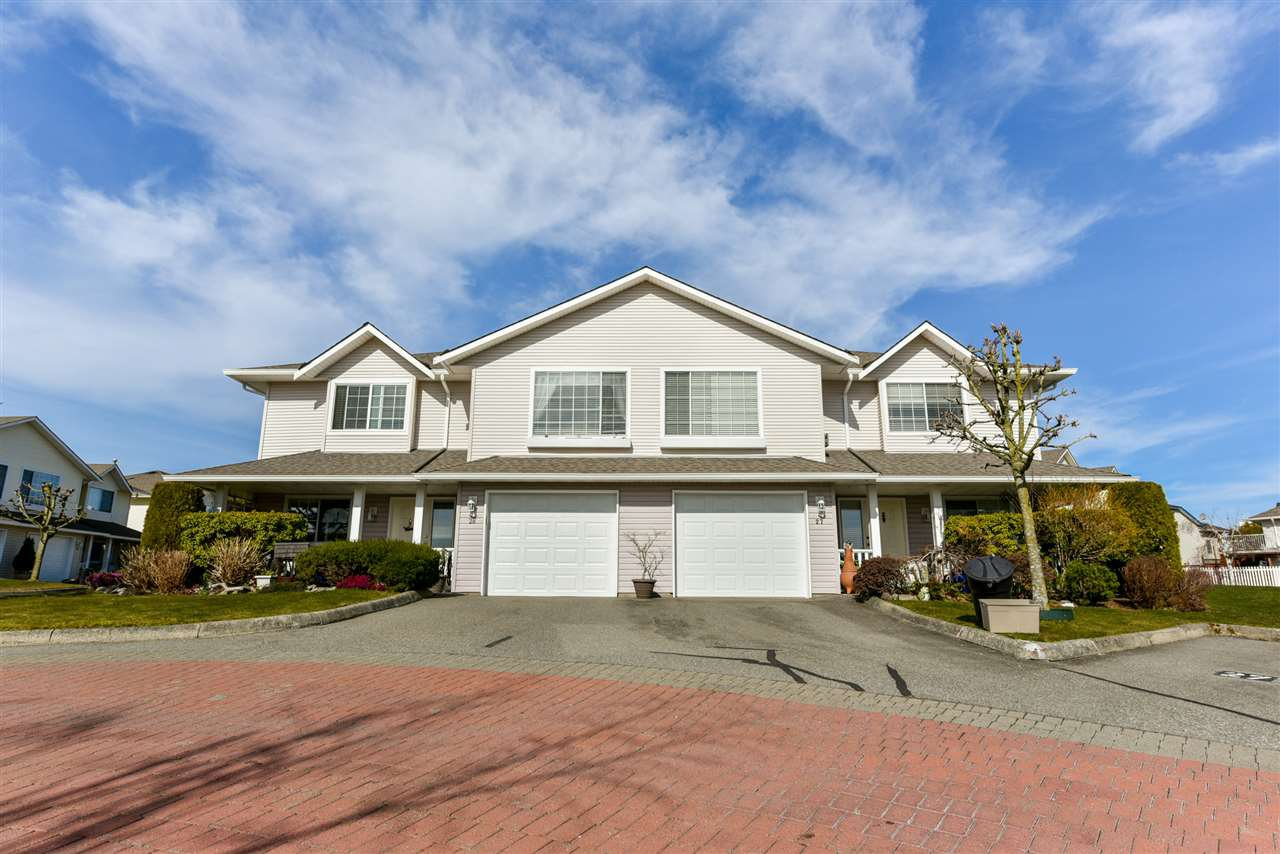 """Photo 2: Photos: 28 31255 UPPER MACLURE Road in Abbotsford: Abbotsford West Townhouse for sale in """"Country Lane"""" : MLS®# R2246805"""