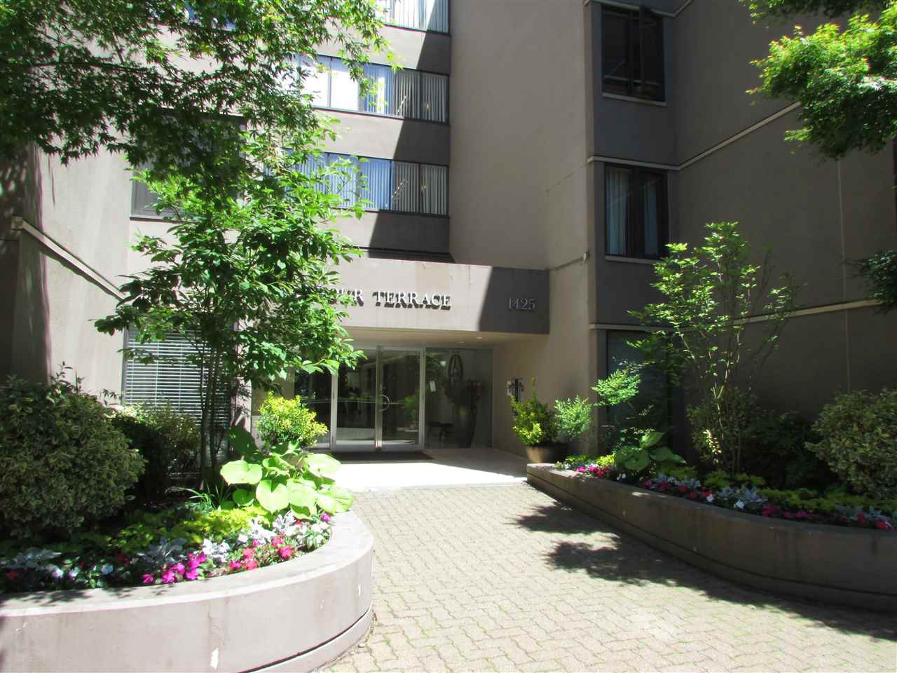 """Main Photo: 47 1425 LAMEY'S MILL Road in Vancouver: False Creek Condo for sale in """"HARBOUR TERRACE"""" (Vancouver West)  : MLS®# R2322379"""