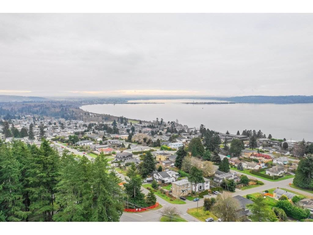 Main Photo: 15420 KYLE Court: White Rock House for sale (South Surrey White Rock)  : MLS®# R2335712