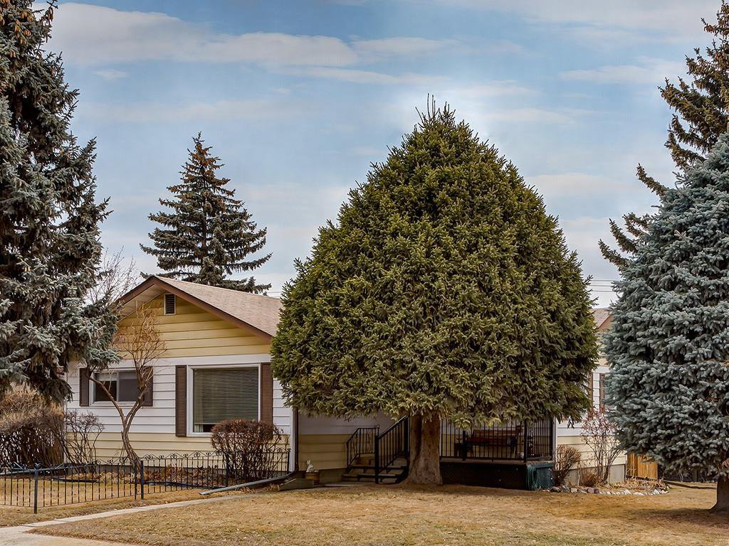 Main Photo: 75 GRAFTON Crescent SW in Calgary: Glamorgan Detached for sale : MLS®# C4235461