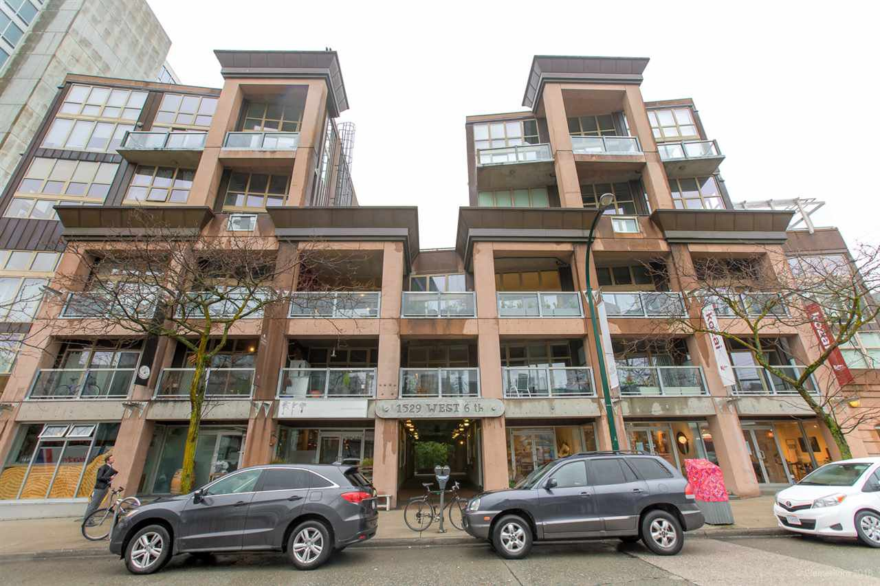"Main Photo: 413 1529 W 6TH Avenue in Vancouver: False Creek Condo for sale in ""WSIX - South Granville Lofts"" (Vancouver West)  : MLS®# R2435033"