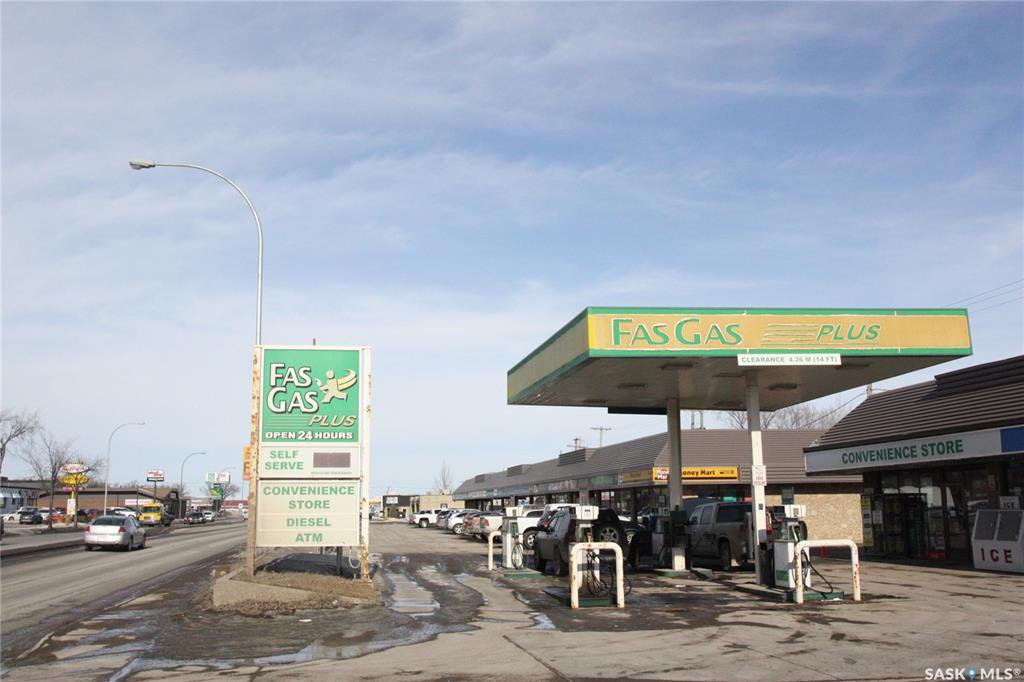 Main Photo: 1608 Idylwyld Drive North in Saskatoon: Kelsey/Woodlawn Commercial for sale : MLS®# SK799776