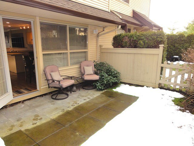 """Photo 10: Photos: 49 20350 68TH Avenue in Langley: Willoughby Heights Townhouse for sale in """"SUNRIDGE"""" : MLS®# F1404791"""