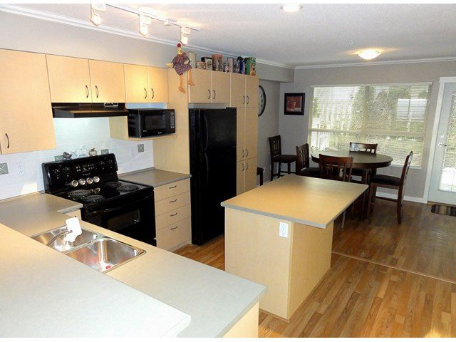 """Photo 6: Photos: 49 20350 68TH Avenue in Langley: Willoughby Heights Townhouse for sale in """"SUNRIDGE"""" : MLS®# F1404791"""