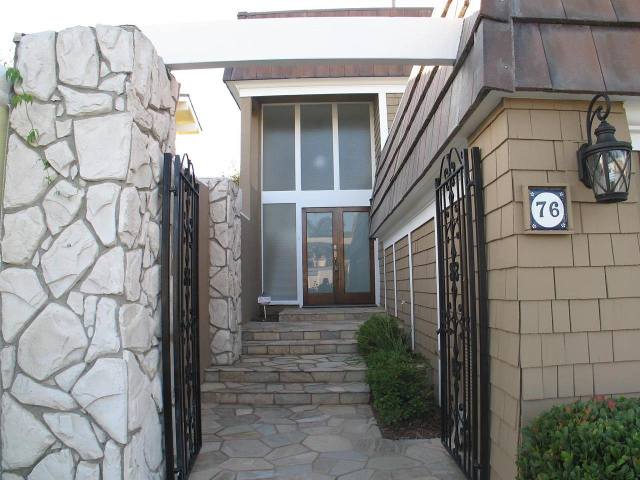 Photo 2: Photos: CORONADO CAYS House for sale : 3 bedrooms : 76 Half Moon Bend