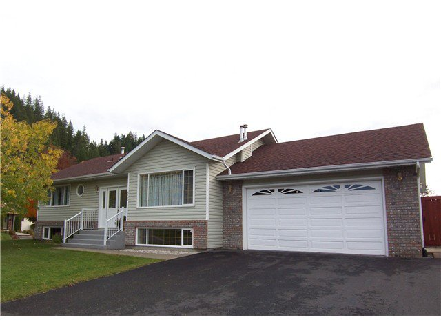 "Main Photo: 4690 N MEADOW Road in Prince George: North Meadows House for sale in ""NORTH MEADOWS"" (PG City North (Zone 73))  : MLS®# N240460"
