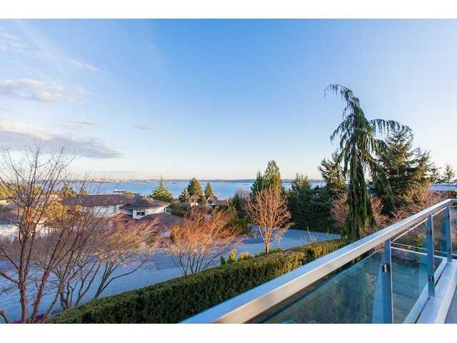 "Main Photo: 4241 ROCKRIDGE Crescent in West Vancouver: Rockridge House for sale in ""ROCKRIDGE"" : MLS®# V1107804"