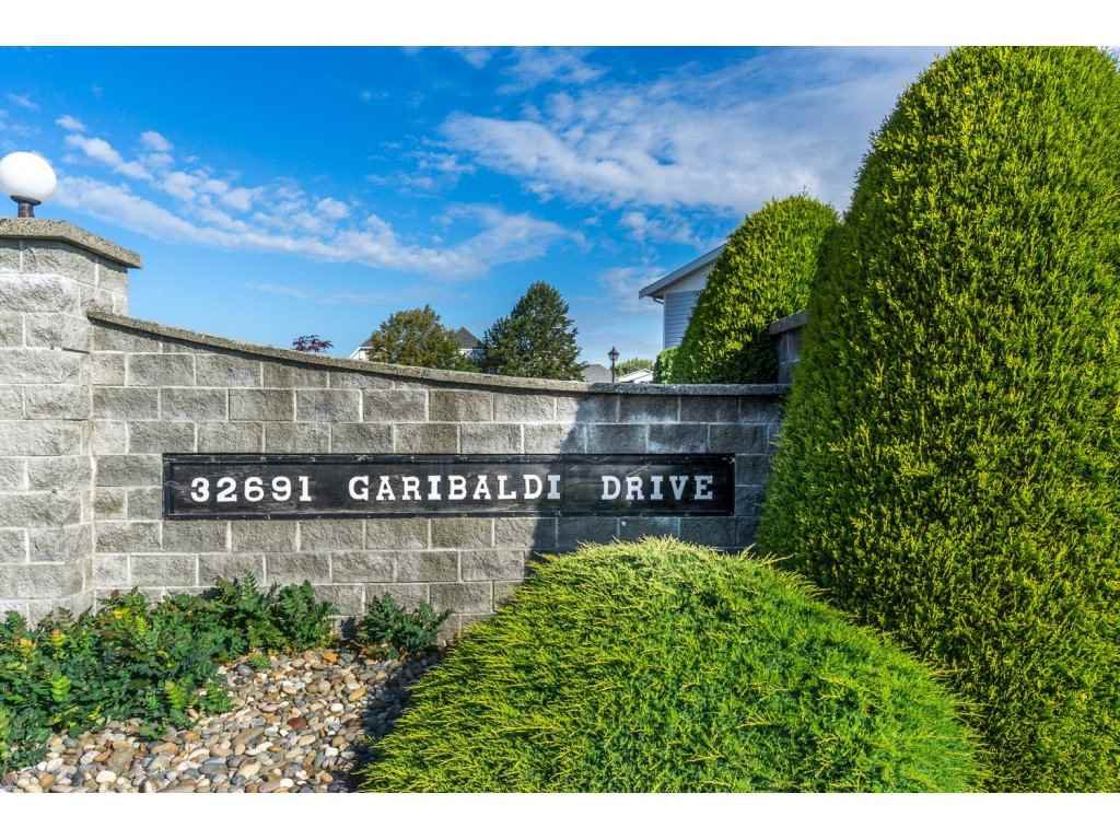 "Main Photo: 48 32691 GARIBALDI Drive in Abbotsford: Abbotsford West Townhouse for sale in ""Carriage Lane"" : MLS®# R2096442"