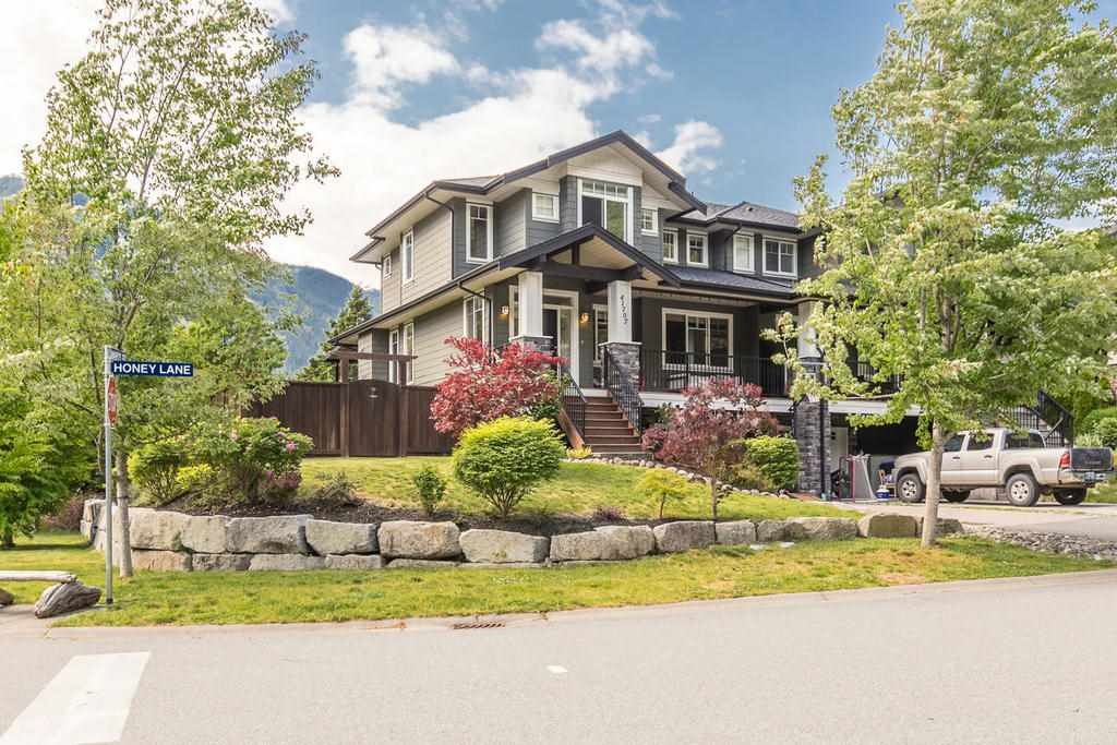 "Main Photo: 41707 HONEY Lane in Squamish: Brackendale House 1/2 Duplex for sale in ""Honey Lane"" : MLS®# R2176526"