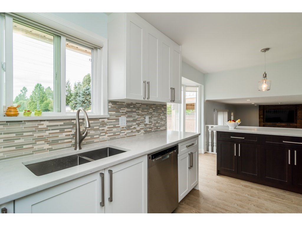 Photo 10: Photos: 21112 95A Avenue in Langley: Walnut Grove House for sale : MLS®# R2198138