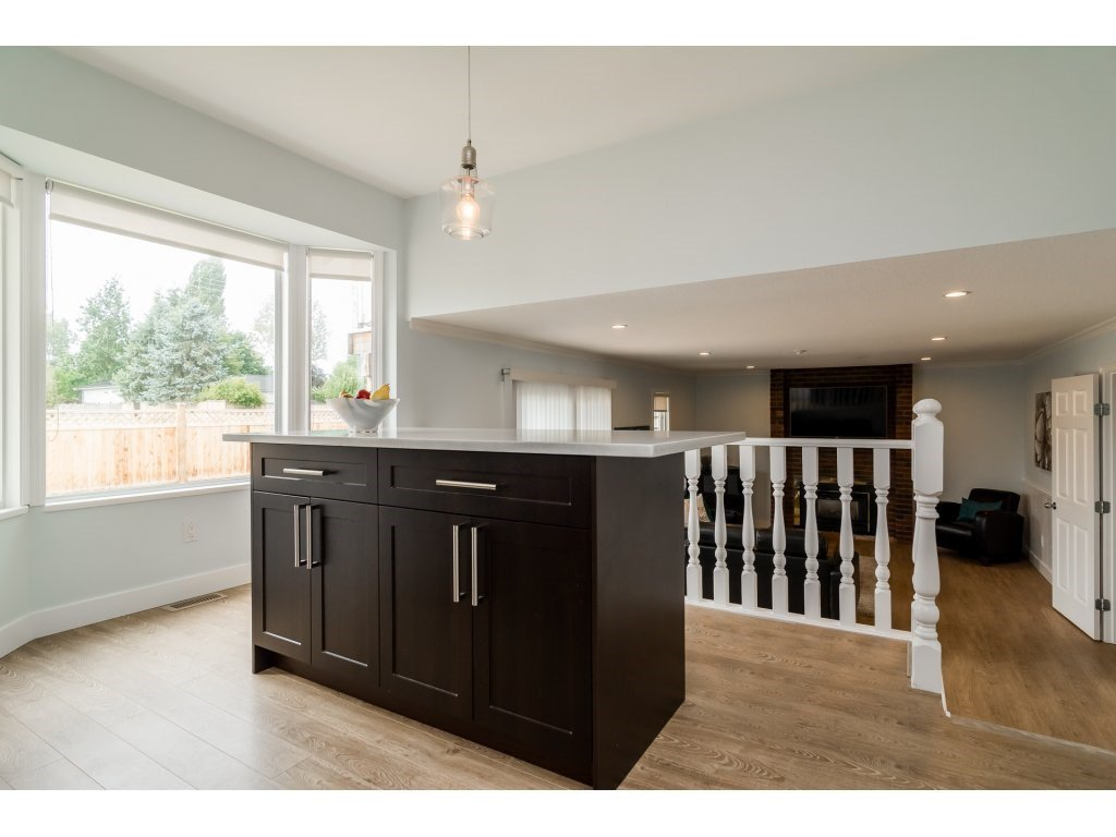 Photo 11: Photos: 21112 95A Avenue in Langley: Walnut Grove House for sale : MLS®# R2198138