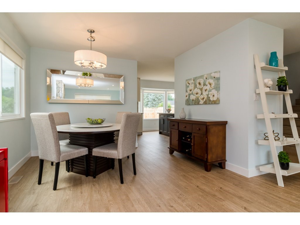 Photo 5: Photos: 21112 95A Avenue in Langley: Walnut Grove House for sale : MLS®# R2198138