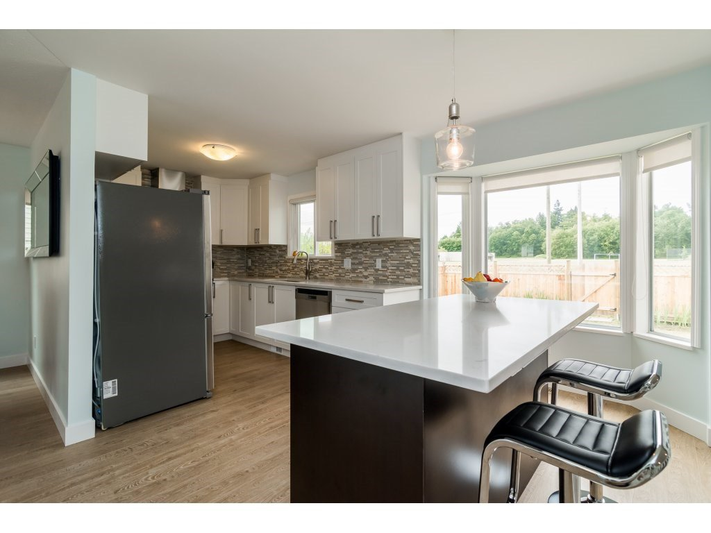 Photo 6: Photos: 21112 95A Avenue in Langley: Walnut Grove House for sale : MLS®# R2198138